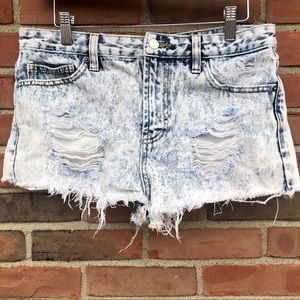 Forever 21 Distressed Denim Shorts Size 29
